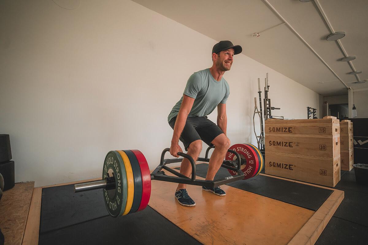 Gewichtheber Plattform mit Trainier Max Wils Athletics