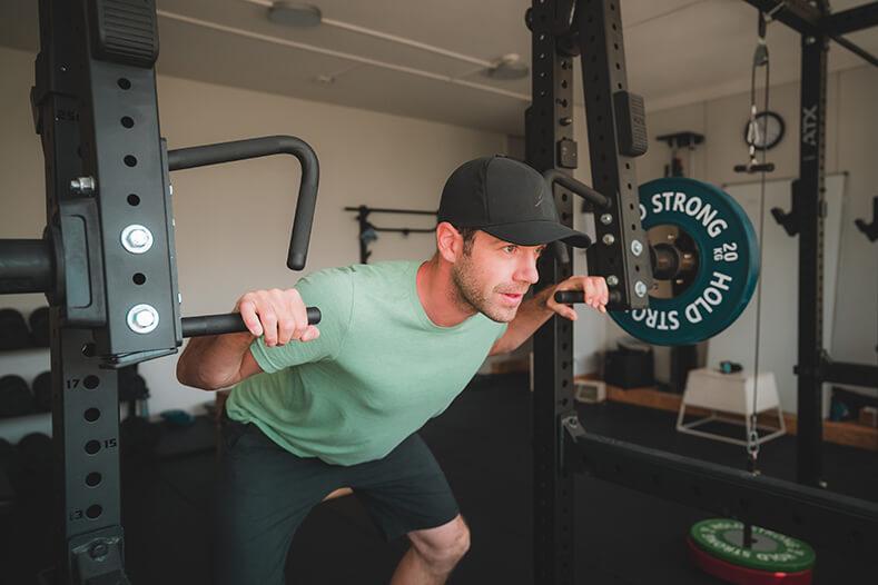 Kraftraum Techniktraining und Schultertraining mit Gewichten